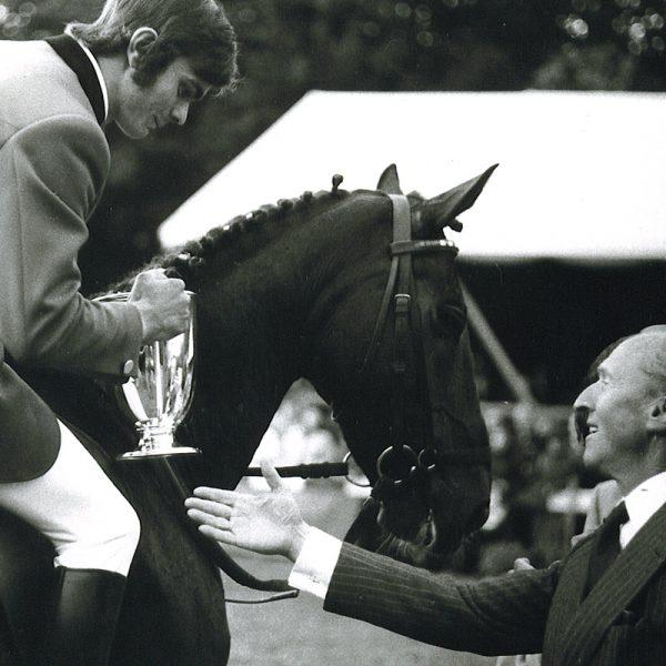 M. Othmar REY, président de l'Association suisse des cavaliers de concours, ici avec M. Willi Melliger